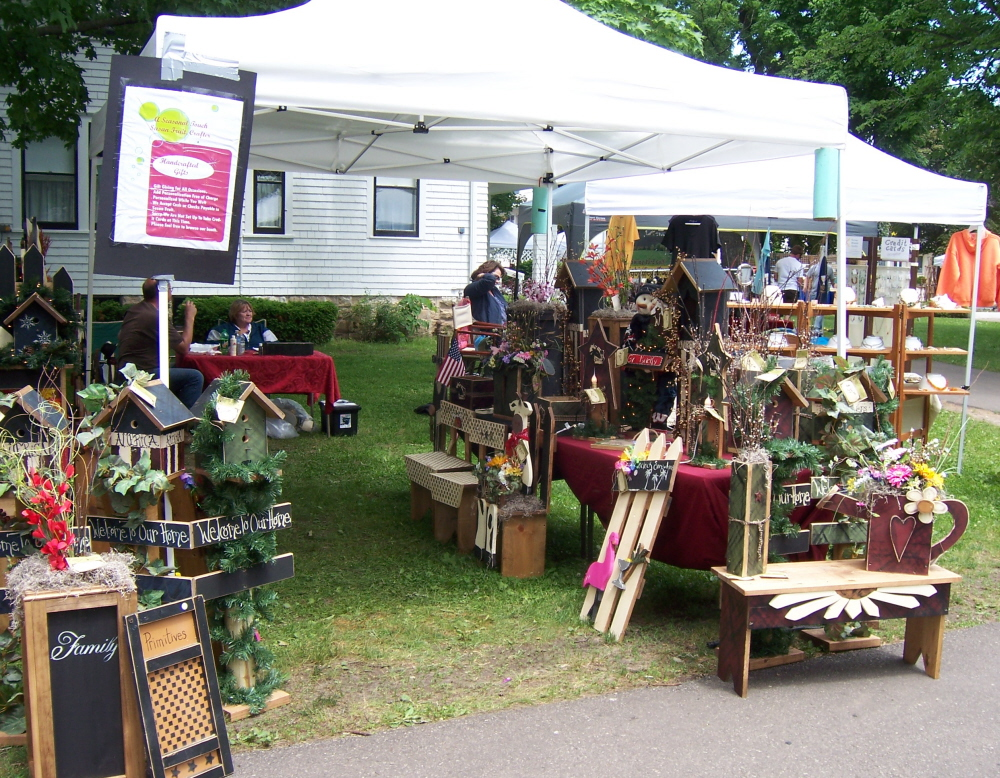 Craft Show Display Tents http://countrytimegazette.com/taste-of-the-wi-dells-video/