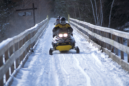 wisconsin-snowmobiling-recreation